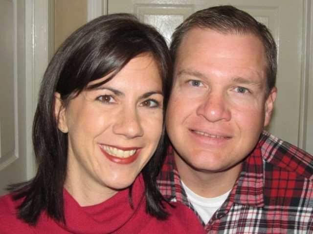 Бездетные супруги хотели усыновить тройню, но неожиданно стали родителями 6 детей