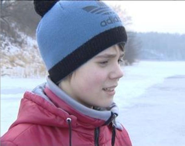 Шестиклассник спас ребенка, прыгнув за ним в ледяное озеро