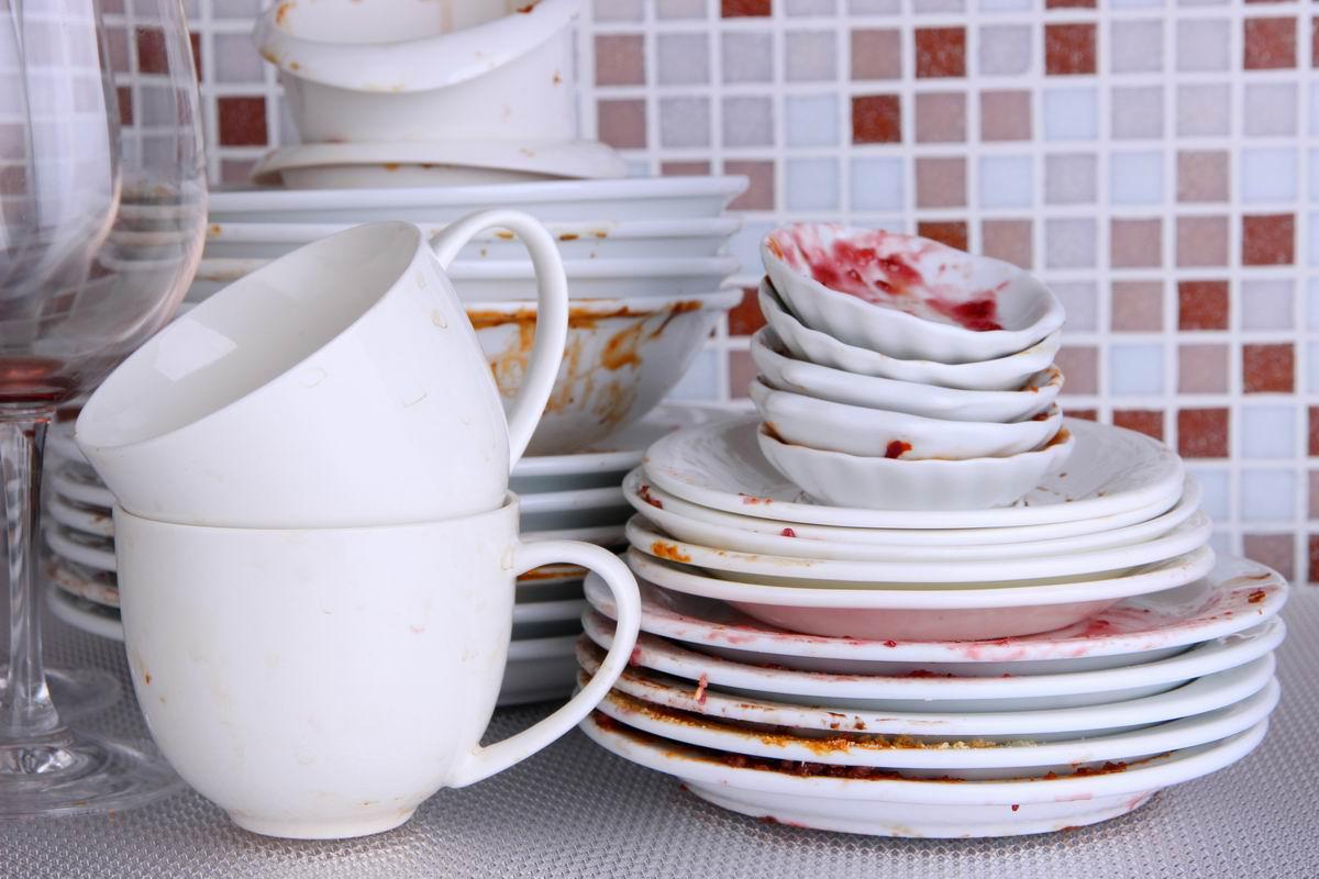 раздражает грязная посуда