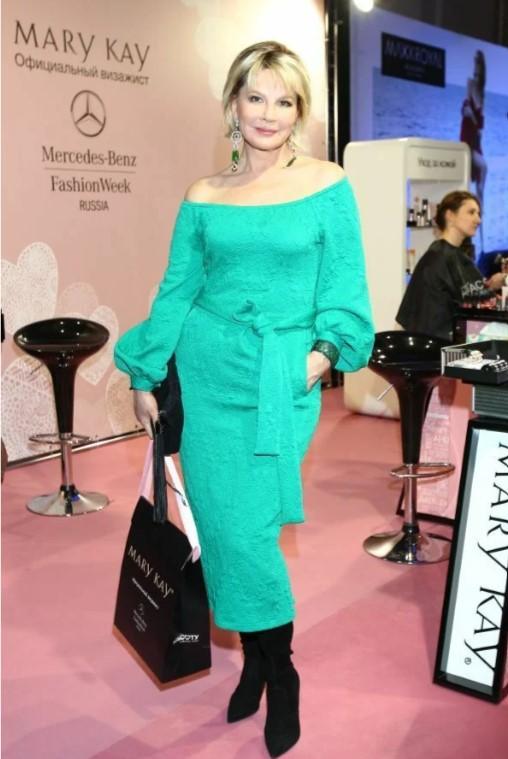 Татьяна Веденеева: стильные образы 67-летней ведущей и актрисы - 3